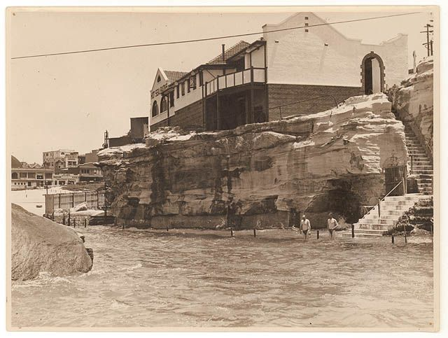 Giles Hot Sea Baths at Coogee in the 1930s.A♥W