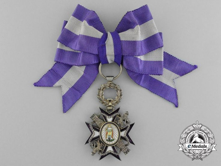 Order of Queen Maria Luisa (Spain) – Small Badge, to be worn for less formal occasions, on the left chest without the full riband sash (silver gilt, 31.8 mm x 49 mm) [obverse]