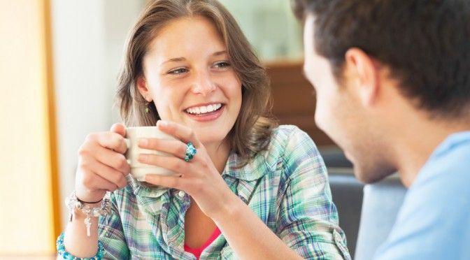 ■見返りを求めない人に共通する8つの特徴: ●見返りを求めるから失望を招く  影響力というのはこうやって生じていくのかとしみじみ思った。師匠は相手が挨拶してくれなくても嬉しそうに笑顔で挨拶する。  自分が正しいと思ったことは、相手からの見返りを求めずに行動し続ける。師匠の行動はぶれなかった。  何か行動をする時、相手に見返りを期待すると、その見返りが得られなかった時、怒りや悲しみといった感情が生まれる。  怒りや悲しみという感情を味わいたくないから、見返りが得られなかった経験をすると、そういった行動を取らなくなってしまう。  つまり、見返りを期待すると相手の反応次第ではその行動を継続することが難しくなる。そのため、人間関係において1つの行動を貫きたいと思うならば、その行動に対する見返りを期待すべきではないのだろう。  その方が不快な思いをすることなく、自分のポリシーを貫ける。