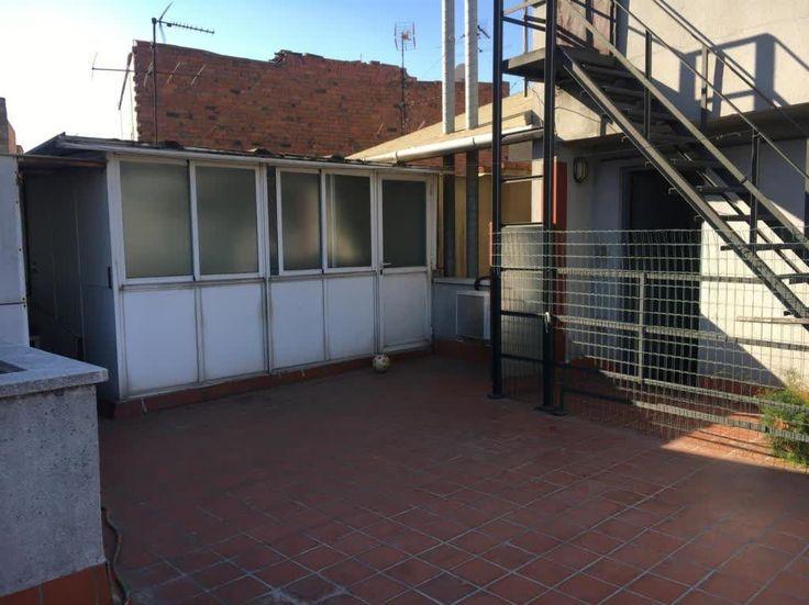 Piso en #VENTA en #TRINITAT VELLA    Piso de 65 metros con terraza de 65 metros en Trinitat Vella. Salón de 16 metros, dos habitaciones (una doble y una mediana), cocina reformada, baño completo, ventanas climalit, suelos de gres, persiana motorizada, carpontería de embero. Finca con ascensor.     TU CASA BCN |T: 933452811 |tucasabcn@tucasabcn.es |Avda. Meridiana 460, Barcelona    http://qoo.ly/eed7m