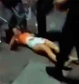 el ventano: La policía mexicana golpea brutalmente a una joven...