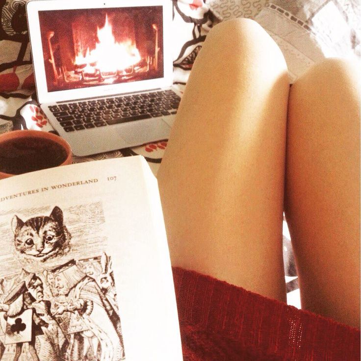 #спор #ноги #подписчики #камин #книги #писатель #чай #уютно #вечер #алисавстранечудес #legs #aliceinwonderland #bookstagram #book #reading #fireplace #tea #homesweethome #cozy #sunday #lazysunday #love #writer #like