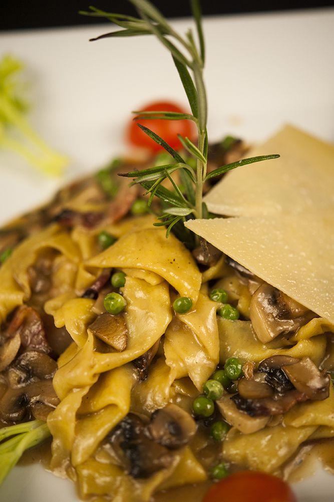 Pappardelle a la boscaiola with peas, fungi and Parma ham #labellavita #restaurant #italianfood #vienna #pasta