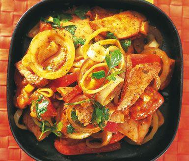 Kassler med grönsaksfräs är en färgstark och smakfull matupplevelse. Detta goda recept tillagar du snabbt och enkelt. Servera sedan kasslern och de frästa grönsakerna med basmatiris.