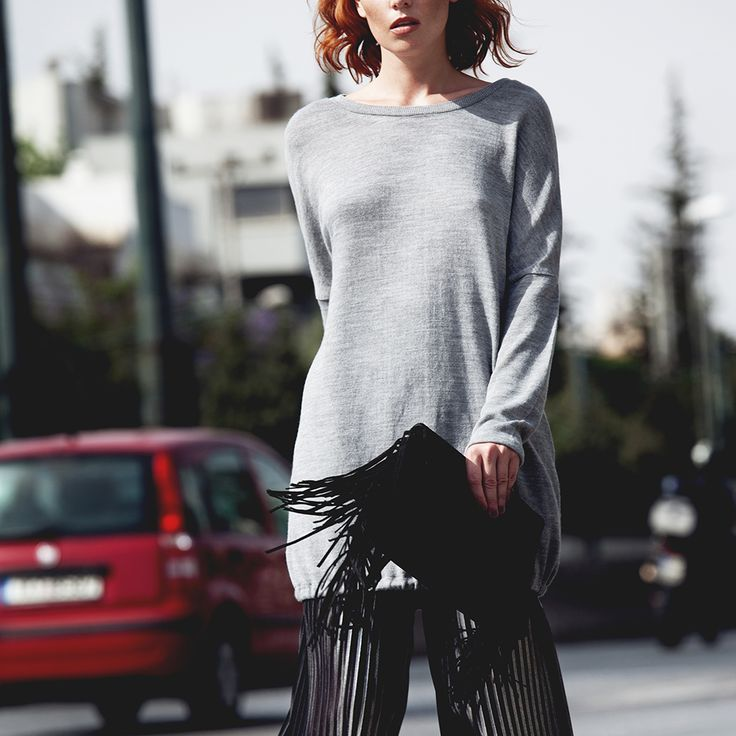 Glam is back for good. Wear these wide #trousers either in gold or silver and let others wonder. Find all the items online!