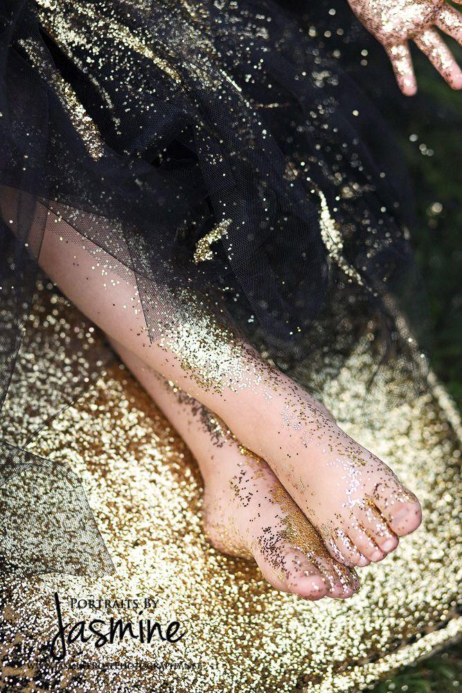 Little girls love glitter and glitter makes beautiful photos!