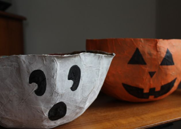 Make these ghost and pumpkin Halloween paper bag bowls by Ellen of The Long Thread to hold your Halloween treats.: Holiday, For Kids, Paper Bags, Pumpkin, Paper Mache, Halloween Crafts, Candy Bowls, Craft Ideas