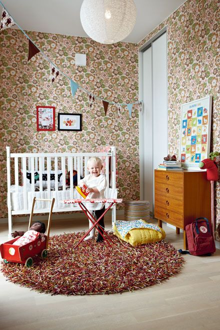 So much pattern! But this floral wallpaper works so well because just about everything else is white. It looks like the child enjoys it :)
