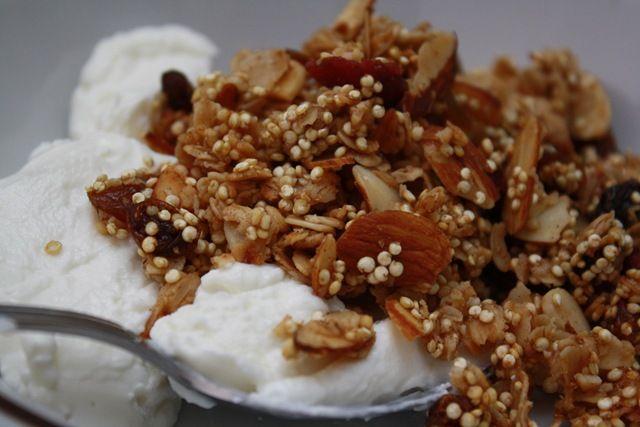 quinoa granola recipe... so trying this tonight!