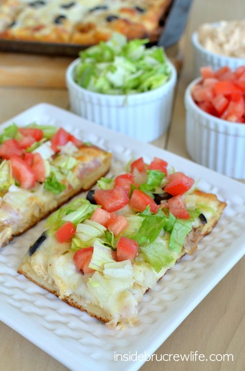 Southwest Ranch Chicken Bacon Club Pizza - this quick and easy pizza will disappear quickly at your next meal