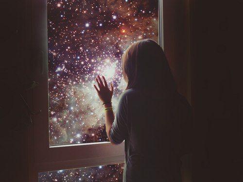 #ВКонтакте #Брилибург #стихи #проза #культура #литература #поэты #авторы #современность   Притяжения нет    В нашей матрице, видно, технический сбой-  Кто-то стал единицей, а кто-то - ноль.  Рай нас выплюнул в космос, среди лже-планет  Гравитация есть, притяжения - нет.    И уже раздраженье приносят слова,  Без которых, казалось, я жить не могла.  Между нами полметра и тлеющий мрак,  Ты теперь мой единственный преданный враг...    Улыбнемся друг другу - ведь все хорошо?  Мы на небе растаем…