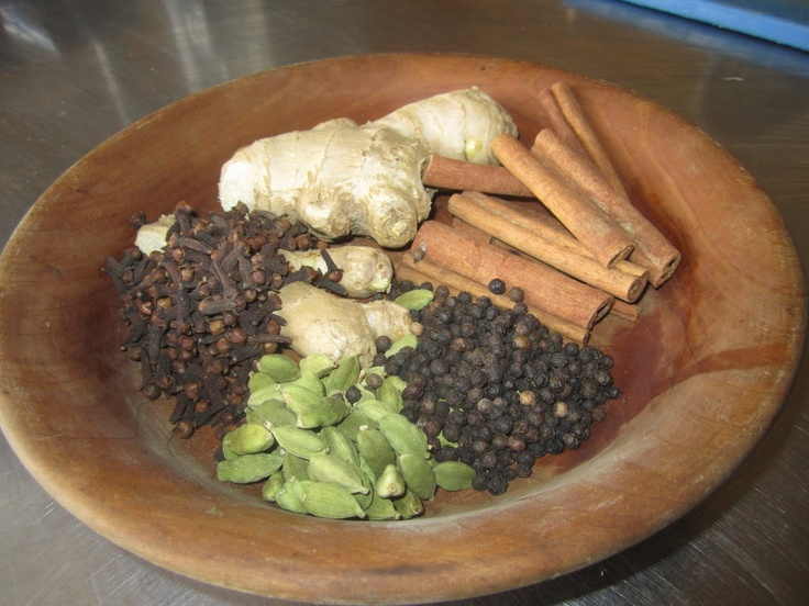 Medieval Spice: Fine Spice: 1 oz peppercorns; 1 oz cinnamon; 1 oz ginger; 1/8 oz cloves; 1/4 oz saffron Grind all spices together and store in an airtight container in a dry, dark area. This picture shows cardamon instead of saffron
