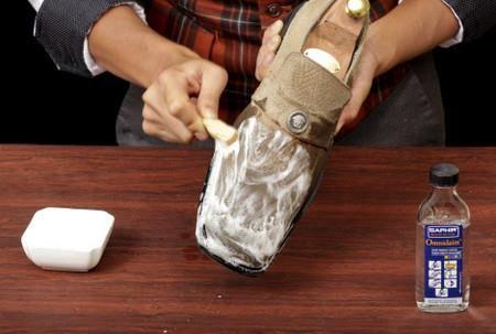 Как почистить обувь из светлой замши