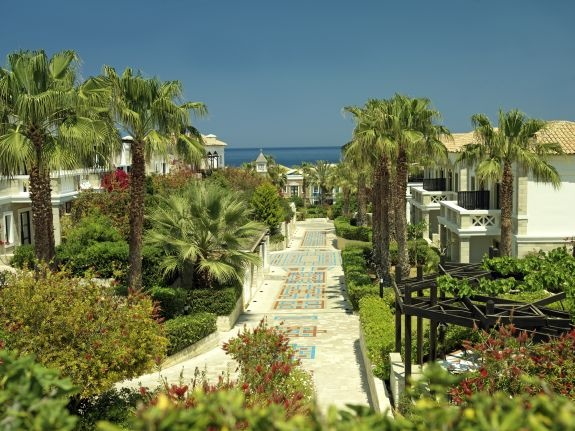 Aldemar Royal Mare has spectacular surroundings with sea views. landscaped gardens and a private beach