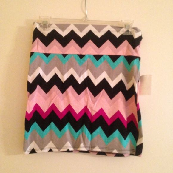 NWT chevron body con skirt Cute NWT body con skirt from Charlotte Russe in a chevron print Charlotte Russe Skirts