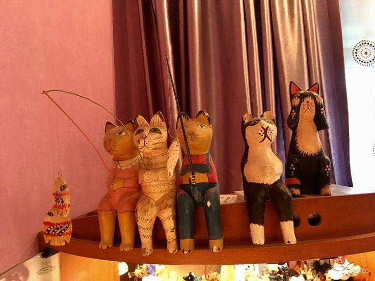 Витрина зеркальная с подсветкой + коллекция котов — фотография №8
