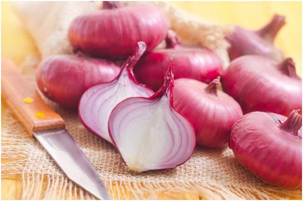 How Can Onion Juice Help Reduce Dandruff?