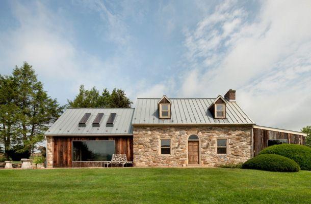 piękny dom z na turalnego kamienia i drewna z bajecznym ogrodem