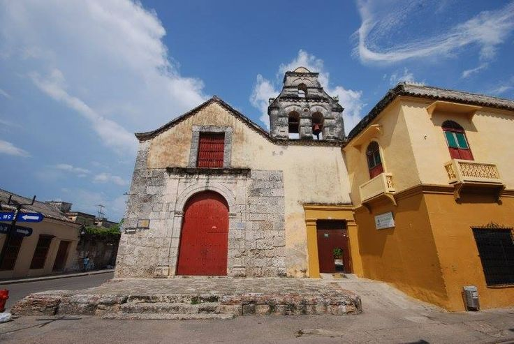 Architecture... http://ticartagena.com/en/things-to-do/tours-experiences/snap-to-it-with-a-photo-tour-of-cartagena/