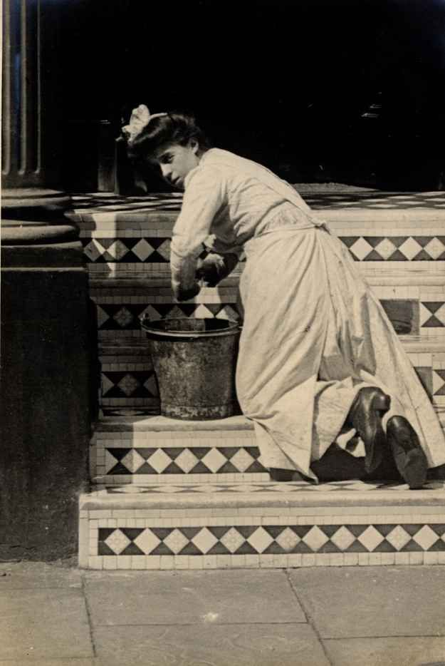 Another maid cleaning the steps of a townhouse in Cheniston Gardens. | 13 Photos Of London Street Style From 1905-1908