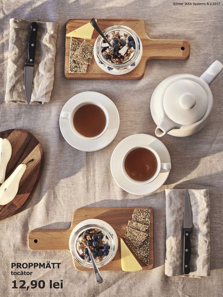 Te-ai gândit să folosești tocătoare mici de lemn pe post de farfurii? Masa va avea un aspect rustic, mai ales la micul dejun.