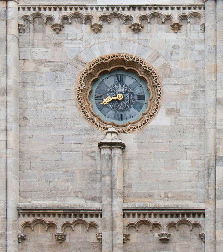 Zegar na katedrze sam w sobie jest ciekawy. Pikantniejszy elementem poniżej to figura fallusa pogański (na katolickiej świątyni) symbol płodności.  #österreich #austria #Vienna #Wien #stephansdom #katedra #katedral #wiedeń #igersaustria #igersvienna #igerswien #visitvienna #visitaustria #streetsofvienna #nofilter #viennablogger #ilovewien #welovevienna #viennaphotowalk #viennacity #viennaaustria #vienna_austra #austriatoday