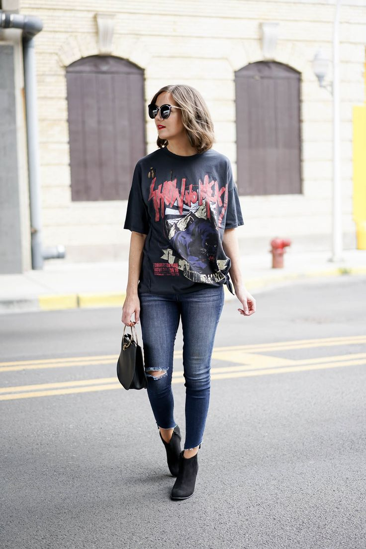 mom style, styling the graphic tee, the distressed tee shirt trend, fall fashion 2017, chicago