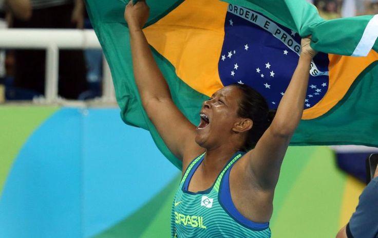 Shirlene Coelho é bicampeã Paralímpica do lançamento de dardo