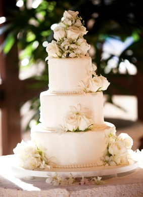 Classic wedding cake in white with roses