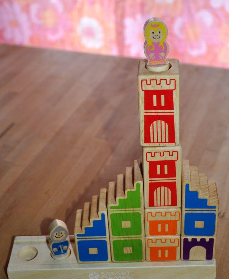 Ein Spiel für 1 oder mehrere Spieler ab 4 Jahren.Ziel ist es, die Prinzessin zu befreien, indem man mit Hilfe von einfachen Holzelementen einen Weg baut, auf dem der Ritter die Prinzessin erreichen kann. Aber Achtung, der Ritter darf weder springen, noch klettern und die Konstruktion muss stabil sein ! Das Spiel ist sehr schön …