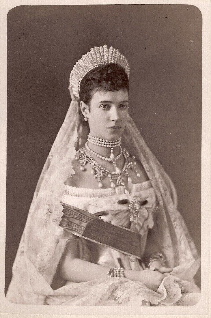 Tsaritsa Marie Feodorovna, 1880s ~I wanna wear a dress like this at my wedding <3