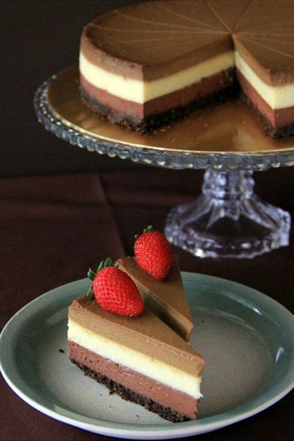 Triple Layer Cheesecake - the BEST, creamiest, richest cheesecake you'll ever make, in dark chocolate, white chocolate & Kahlua coffee flavor. So good | rasamalaysia.com