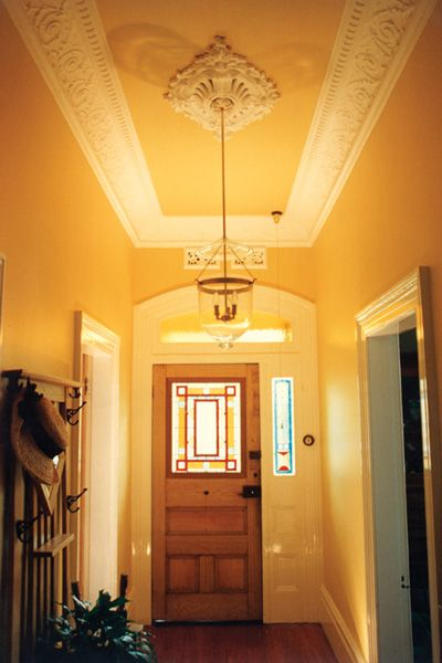 Striking Cornices Ceiling Rose For This Hallway