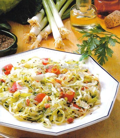 Fehérkáposzta-saláta szalonnával