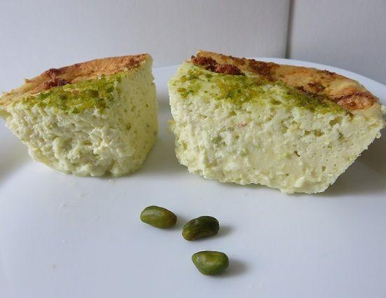 Recette toute légère de gâteau à base de fromage blanc, pistache & cardamome.