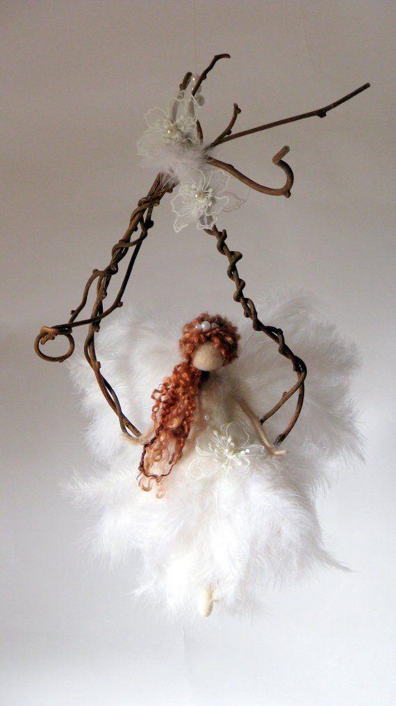 Nadel gefilzte Fee Fee Puppe Textilkunst Waldorf inspirierte Magie Fee Mobile auf einem Zweig Stoffpuppe OOAK Fantasy Art