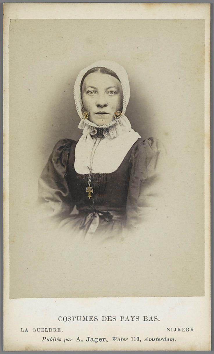 Vrouw in Gelderse streekdracht uit Nijkerk.