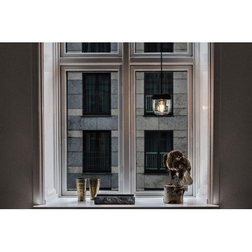 Acorn i polerad mässing är en lampa med känsla av natur och formen från ett ekollon www.globalxdesign.com