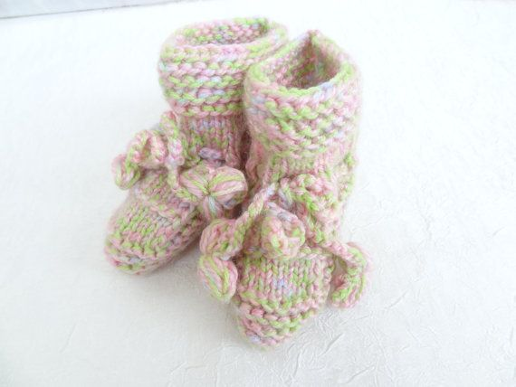 PinkGreen baby knit booties  pinkgreen embroidered  by SwomanStore