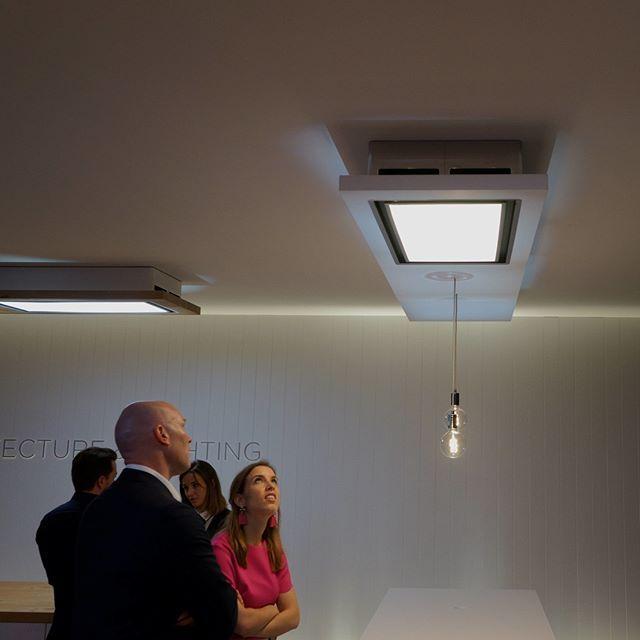 Újdonság az @elicarianuova  álmennyezetbe építhető elszívó és világítás kombinációja mi is kint voltunk a milánói kiállításon photo by @rekkencs and @elica_magyarország #újdonság #kiállítás #elszívó #elicahood #elszívó #konyharészlet #konyhalelke #harmonia  A new point of light and view #Lighting #Elica Modern and functional. Discover our new #ceiling hoods! #isaloni2018 #salonedelmobile #salonedelmobile2018 #milano2018