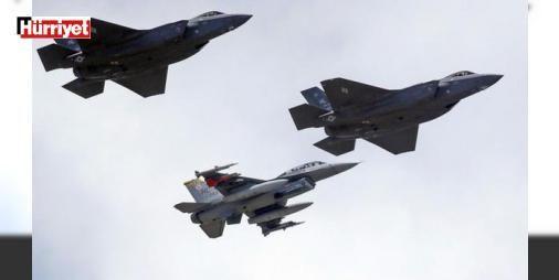 """ABD'den #Rusya'ya son dakika hamlesi: ABD Hava Kuvvetleri'nin, bu hafta az sayıda F-35A savaş uçağını Avrupa'ya göndereceği duyuruldu. Uçakların """"birkaç hafta boyunca diğer ABD ve NATO askeri hava araçlarıyla eğitim yapacağı"""" açıklandı. Pentagon açıklamasında, uçakların Avrupa'ya gönderilmesinin, F-35A'nin """"operasyonel kabiliyetinin gösterilmesini sağlayacağı"""" belirtildi."""
