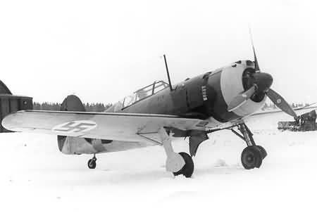 Valtion Myrsky II. como un reemplazo para el Fokker D-XXI, la fábrica de estado finlandés Valtion diseñado un nuevo caza, en gran medida basado en el producto Fokker Al igual que el D.XXI, era de construcción mixta con alas de madera y un soldado. fuselaje de tubo de acero cubierto con el metal pelado hacia adelante y madera contrachapada desollar popa el nuevo caza fue nombrado Myrsky (Tormenta);. primer vuelo se realizó en 1942.
