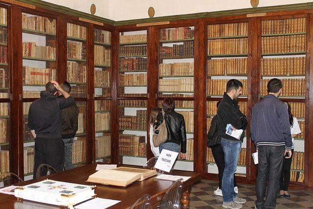 Biblioteca by Steci, via Flickr