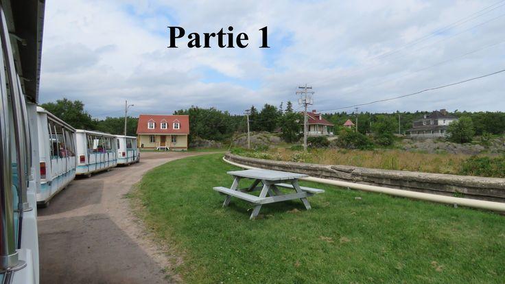 QC - Grosse Île, Île de la Quarantaine - Visite du village à bord du tra...