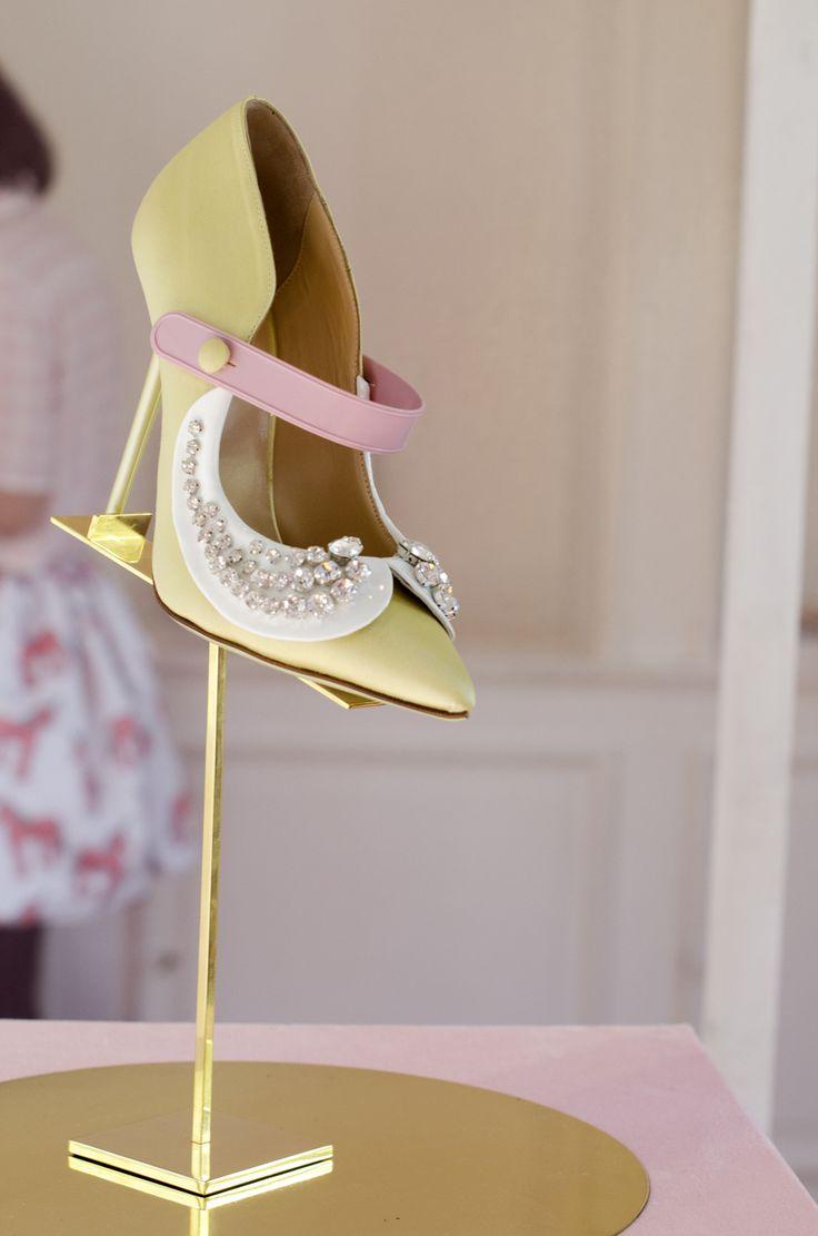 scarpe decorate | scarpe a punta | scarpe con decorazioni | decollete gialle