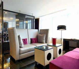 Hotel de 4 estrellas en la Gran Vía de Madrid, el Vincci Capitol es un hotel moderno en Madrid, dentro de uno de los edifios Art Decó más destacables de la capital española. Sus servicios incluyen zona spa, terraza mirador, solarium, salones para eventos... #VincciHotels #VincciCapitol