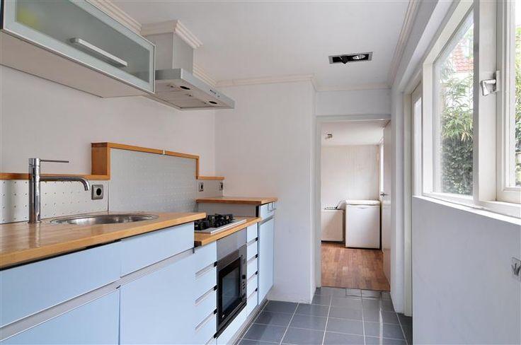Knusse keuken met een strakke afwerking! Door de prachtige kleur is dit een one of a kind keuken!