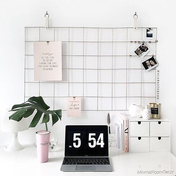 У кого, как и у меня, монитор вечно весь в стикерах? Несколько простых идей хранения записочек, фотографий и открыток под рукой (из Pinterest) #идеидекора #идеи #кабинет #хранение