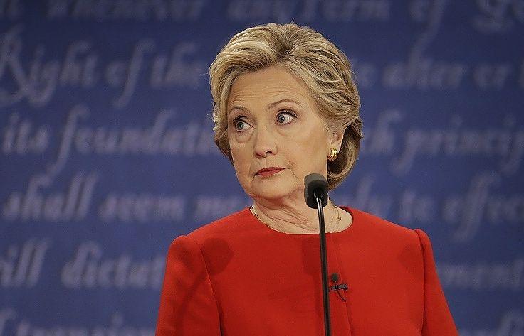 """СМИ: администрация Обамы ради победы Клинтон скрывала ее """"ливийский след"""""""