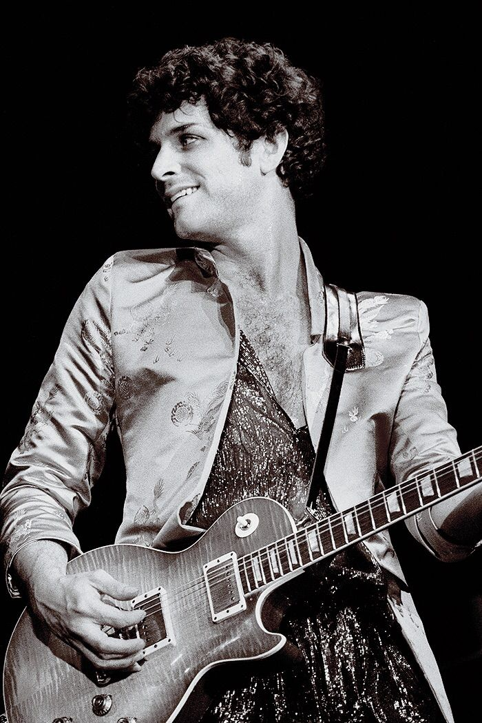 Lindsey Buckingham, Tusk Tour, 1979/80. (shared via crystalline knowledge on Tumblr)